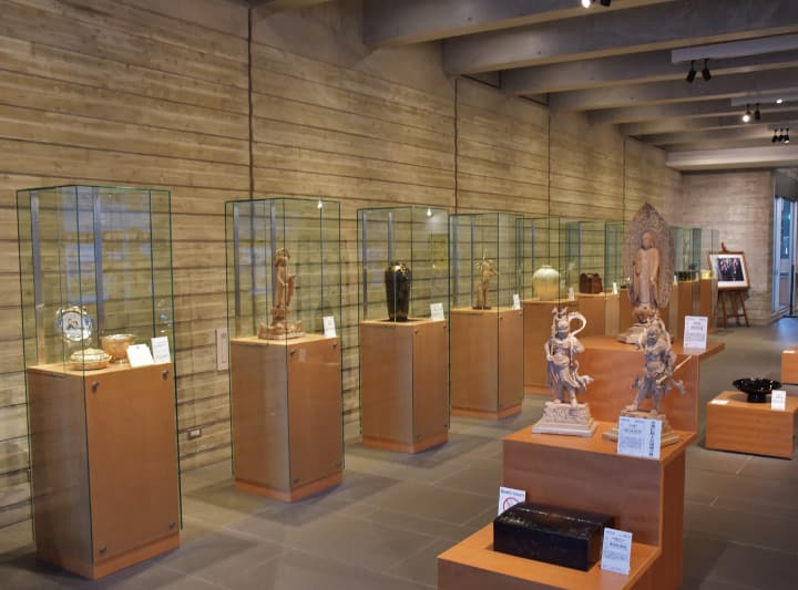 Gallery of Kyoto Traditional Arts & Crafts
