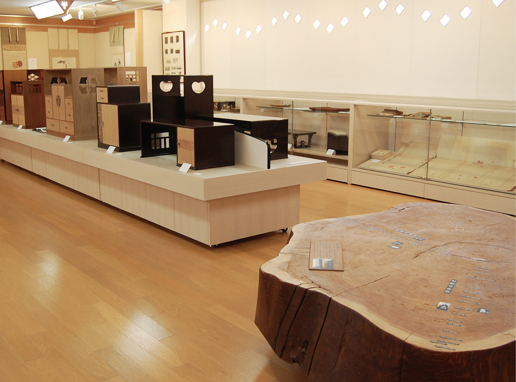 photo:Kyoto Traditional Furniture Museum
