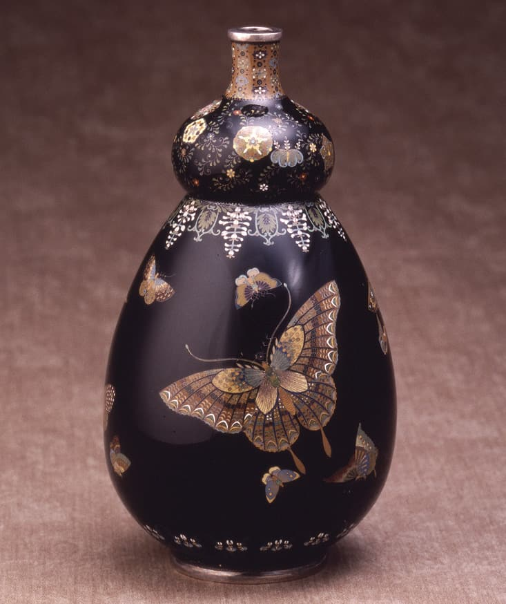 photoVase with butterfly design by Yasuyuki Namikawa