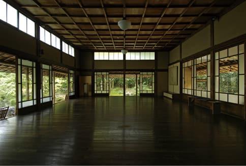 photoInterior view of studio, Zonkoro