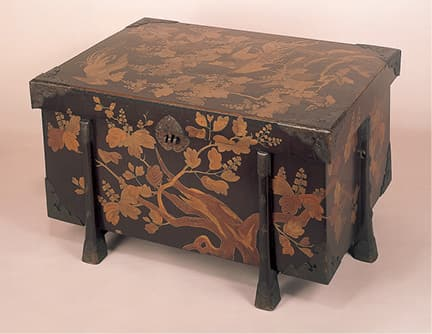 photoDecorated Chinese coffer (Important Cultural Property)