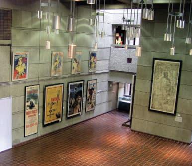 写真1階ホールの展示