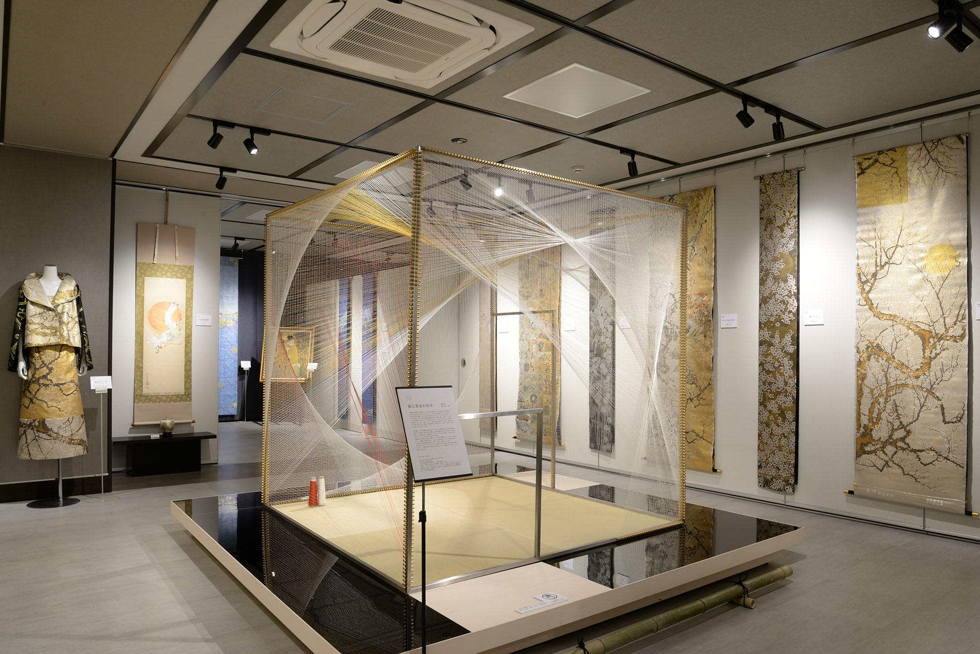 写真絹と黄金の茶室